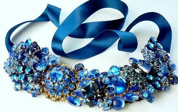 Красивые модные ободки для волос с синими цветами и камнями