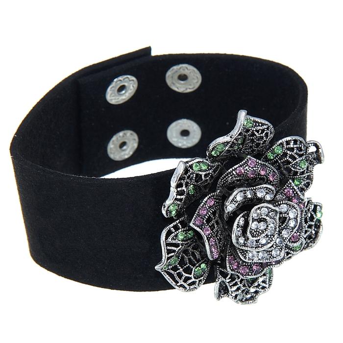 браслет с черными цветами