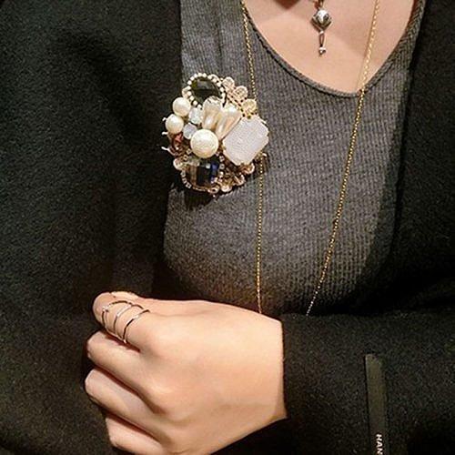 Модные броши - цветы, лепестки