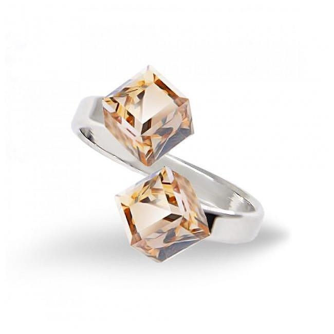 Кольца с кристаллами Сваровски купить